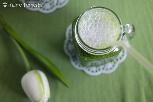 Grüner Smoothie mit Spinat und Banane