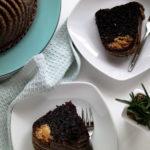 Double Chocolate Gugelhupf mit Erdnussbutterfüllung