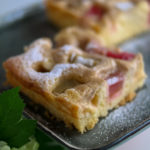 Rhabarberkuchen mit Puddingguss vom Blech