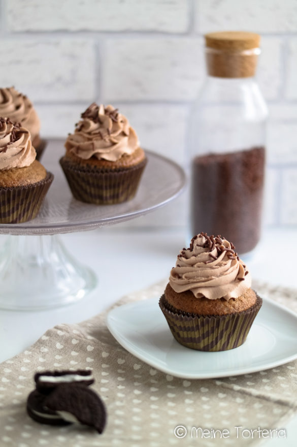 Schokocupcakes mit Oreo-Keksen