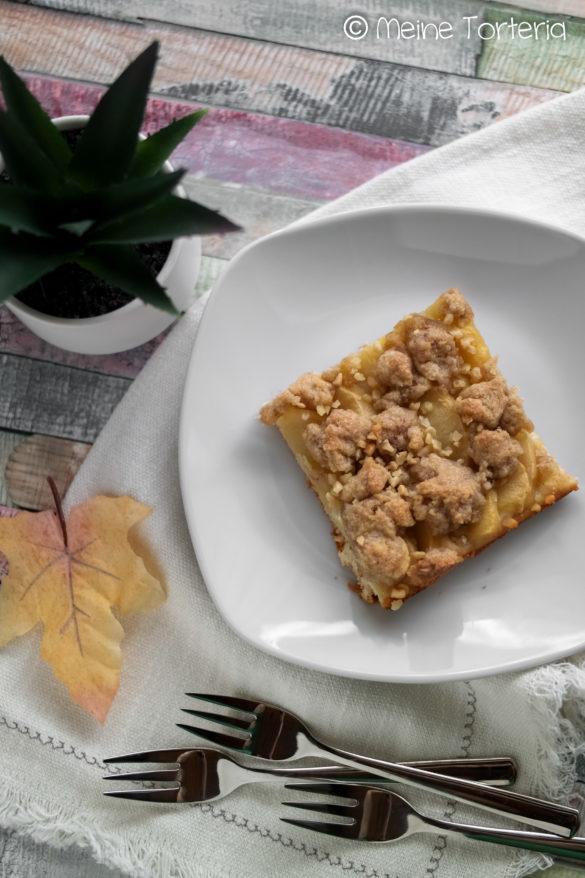 Apfelkuchen mit Zimtstreuseln vom Blech